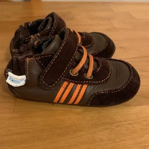 Robeez size 4 boys baby/ toddler brown